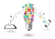 Kreative Glühlampe mit Wolke der bunten Anwendungsikone Lizenzfreies Stockfoto