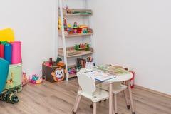 Kreative Werkstatt für Kinder lizenzfreie stockbilder