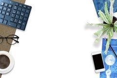 Kreativer Entwurf des Draufsichthintergrundes des Büroplanes mit c lizenzfreies stockbild