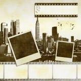 Kreativer Filmstreifenhintergrund mit stilisierten Stadtskylinen Lizenzfreie Stockfotos