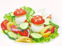 Kreativer Gemüsesalat Stockfoto