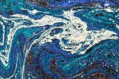 Kreativer Hintergrund der abstrakten Kunst in den blauen Tönen mit roten Linien Handgemachter gemalter Hintergrund Lizenzfreie Stockbilder