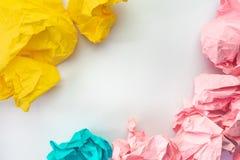 Kreativer Ideenkonzepthintergrund mit buntem zerfallenem Papier lizenzfreie stockbilder