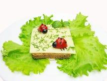 Kreatives Gemüsesandwich mit Käse Stockfotografie