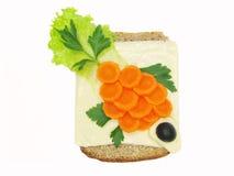 Kreatives Gemüsesandwich mit Käse und Karotte Stockfotografie