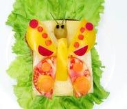 Kreatives Gemüsesandwich mit Käse und Wurst Stockbilder