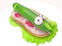 Kreatives Gemüsesandwich mit Schinken Lizenzfreie Stockfotografie