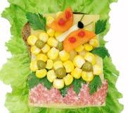 Kreatives Gemüsesandwich mit Wurst Käseamerikanischen nationalstandards Lizenzfreie Stockbilder