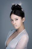 Kreatives Kunstmake-up und -frisur Portrait des schönen asiatischen Mädchens Stockbilder