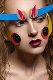 Kreatives Make-up mit buntem Papier Stockfoto