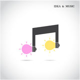 Kreatives Musikanmerkungszeichen und Glühlampesymbol Stockbilder