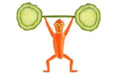 Kreatives Nahrungsmittelkonzept Lustige Karottenerhöhung die Stange der Gurke Lizenzfreies Stockfoto