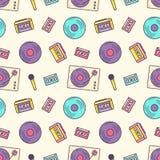 Kreatives nahtloses Muster mit Retro- analogem Musikspieler, Kassettenrecorder, Drehscheibe, Vinyldiskette, Mikrofon auf Licht vektor abbildung