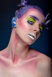 Kreatives Porträt der Frau mit Kunstmake-up Stockfoto