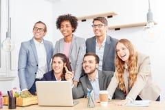 Kreatives Unternehmensgründungsteam hat eine Vision stockfotos