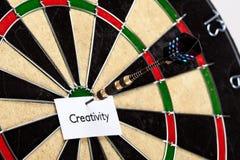 Kreativität auf Pfeil! Lizenzfreie Stockfotos