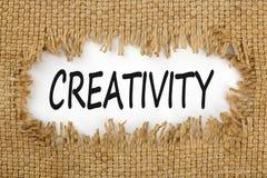 Kreativität geschrieben in Loch auf die Leinwand lizenzfreie stockfotografie