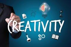 KREATIVITÄT kreatives und Design-denkendes Innovationsprozesskreatin stockfotografie