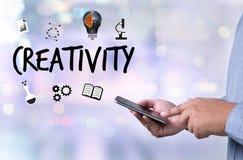 KREATIVITÄT kreatives und Design-denkendes Innovationsprozesskreatin stockbild