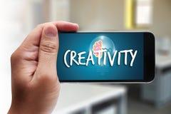 KREATIVITÄT kreatives und Design-denkendes Innovationsprozesskreatin stockfotos