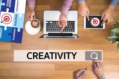 KREATIVITÄT kreatives und Design-denkendes Innovationsprozesskreatin lizenzfreies stockfoto