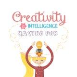 Kreativitet är intelligens som har roliga citationstecken på den idérika lampan för meningsraketkulan Royaltyfri Foto