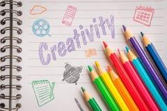 Kreativitet på linjärt papper i färger Arkivfoton