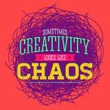 Kreativitet ser ibland som kaos, design för metaforvektorcitationstecken vektor illustrationer