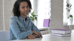 Kreatywnie Afrykańska dziewczyna Zaprzecza Trząść głowę, Nie zdjęcie wideo