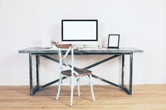 Kreatywnie antykwarski krzesło przy biurkiem Zdjęcie Stock