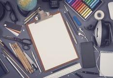 Kreatywnie architekta biurka nakreślenia mockup zdjęcia royalty free