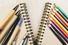 Kreatywnie biuro stół z dostawami Obraz Royalty Free