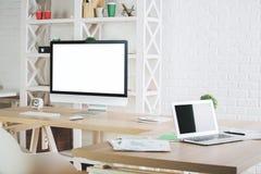 Kreatywnie biuro z pustymi przyrządami Obraz Stock