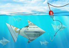 Kreatywnie biznesowy pojęcie, łapie ryba robić od pieniądze pod w Zdjęcie Stock