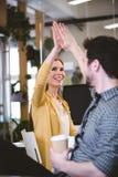 Kreatywnie bizneswoman daje wysokości męski coworker Zdjęcia Stock