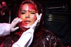 Kreatywnie chirurgia plastyczna na Czerwonej brzmienie mody Cierpliwym Żeńskim trybie Zdjęcia Royalty Free