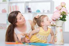 Kreatywnie czas wolny córka i mama obraz stock