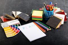 Kreatywnie fachowy projektanta miejsce pracy w biurze Otwiera nie Obrazy Stock
