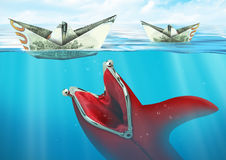 Kreatywnie finansowy pojęcie, portfel łapie statku pieniądze pod wodą Fotografia Stock