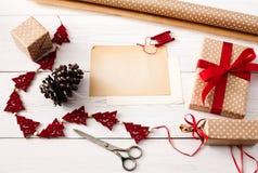 Kreatywnie hobby Handmade narzędzia dla robić boże narodzenie teraźniejszości w pudełku Obrazy Stock