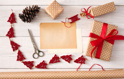 Kreatywnie hobby Handmade narzędzia dla robić boże narodzenie teraźniejszości w pudełku Obraz Stock