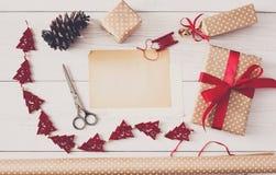 Kreatywnie hobby Handmade narzędzia dla robić boże narodzenie teraźniejszości w pudełku Obraz Royalty Free