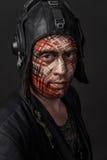 Kreatywnie i Śmieszny wojskowy Projektuje kamuflaż na czołgista twarzy Obrazy Royalty Free