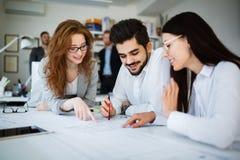 Kreatywnie ludzie biznesu pracuje na biznesowym projekcie w biurze obrazy stock