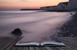 Kreatywnie pojęcie strony książka Tęsk ujawnienia krajobrazowy skalisty sho Zdjęcia Stock