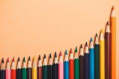 Kreatywnie pomysł, pojęcie statystyki, stopień wzrostu, dochód w biznesie, tło barwioni carnishes Obraz Stock