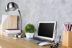 Kreatywnie projektanta desktop strona zdjęcia stock
