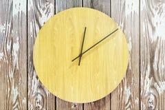 Kreatywnie round drewniany zegar ilustracja wektor
