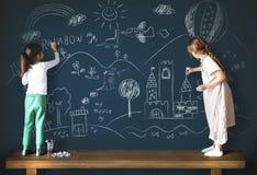 Kreatywnie Rysunkowy wyobraźni dziewczyny Blackboard pojęcie Obrazy Stock