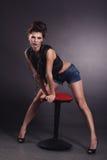 Kreatywnie seksowna dziewczyny czerni kamizelki pozycja Fotografia Royalty Free